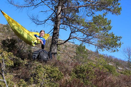 So hat Tim seine Zeit in Norwegen am liebsten verbracht: in seiner Hängematte in der Natur.