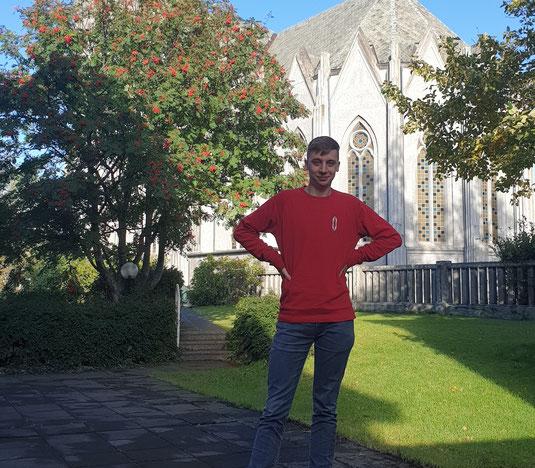 Lorenz vor der Domkirkja Kirists Konungs (Foto: Ivan)