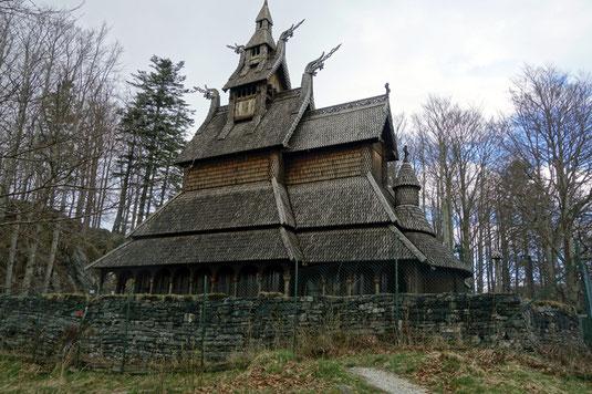 Eine landestypische Sehenswürdigkeit, die Stabkirche in Bergen.
