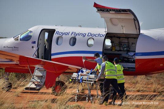 La porte cargo du Pilatus PC-12 NG est très pratique pour les avions sanitaires.
