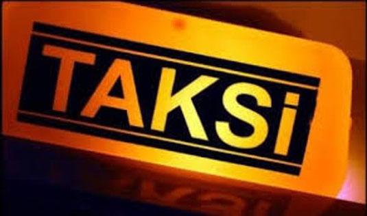 Taksi au lieu de Taxi, l'Indonésien s'approprie des mots et les transforment phonétiquement