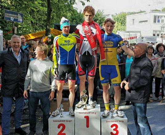 Dominic Klemme vor Hauke Wittern und Maximilian Winterberg (Podium HH-Volksdorf)