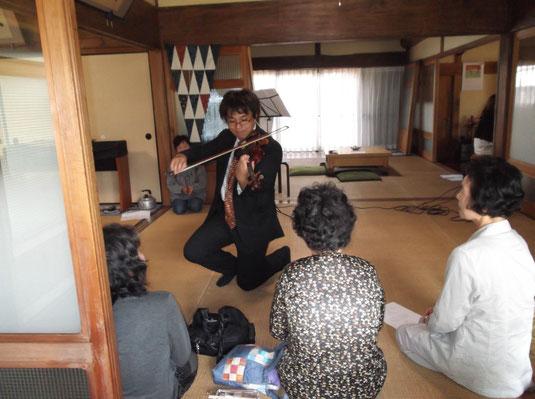 ▲2014年9月21日江南市の「泉徳寺」さんでの演奏です