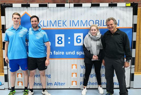 Die siegreiche zweite Mannschaft (v. l. Peer Stobbe, Stefan Wirtz, Franziska Pohl und Dr. Dieter Berger)