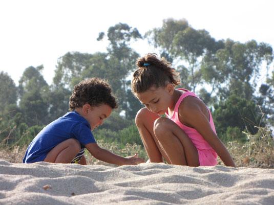 Matilde ed Achille, gli ultimi giochi sulla sabbia, Luglio 2010.