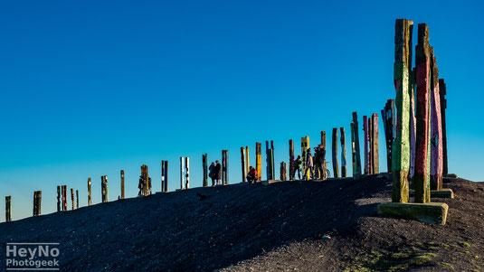 Gipfel Halde Haniel, Totems des baskischen Künstlers Augustin Ibarrola
