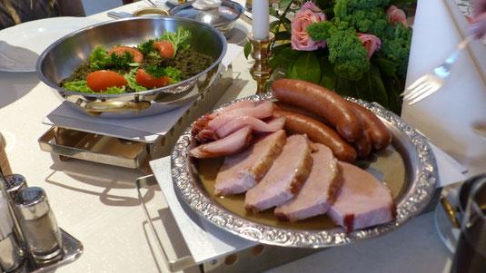 Grünkohl mit Kassler, Bauchspeck und Mettwurst satt
