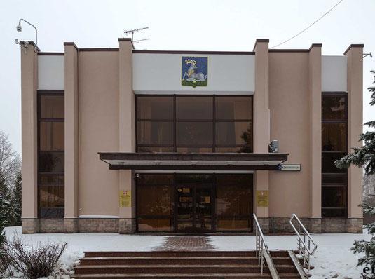 Здание администрации сельского поселения Барвхинское в деревне Барвиха