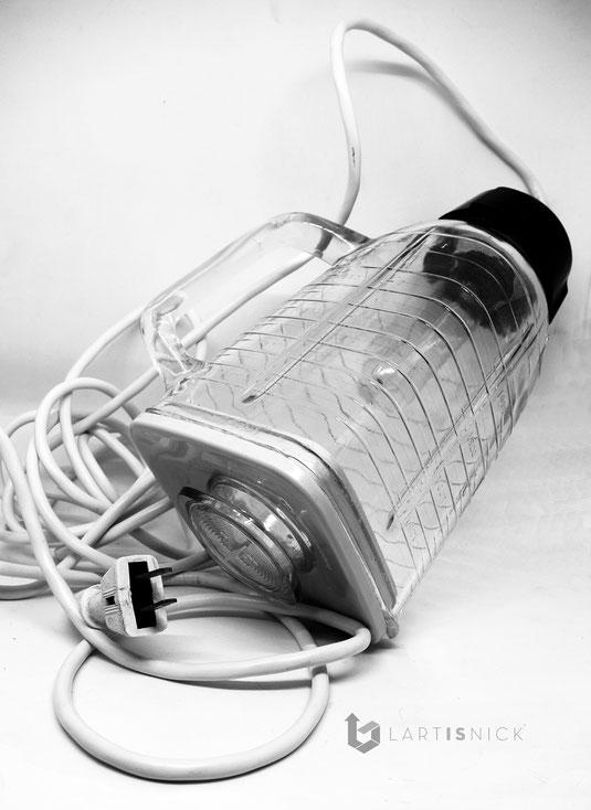 Lampe upcycling suspendue fait à partir d'un bol mixeur de blender