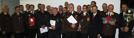 Die geehrten Mitglieder der Feuerwehren im Magistratsbereich Krems. Foto: FF Krems