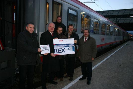 Stadtführung, Land Niederösterreich und ÖBB waren bei der ersten Abfahrt des neuen Rex200 vom Bahnhof Krems nach Wien-Westbahnhof dabei. Foto: WaPA
