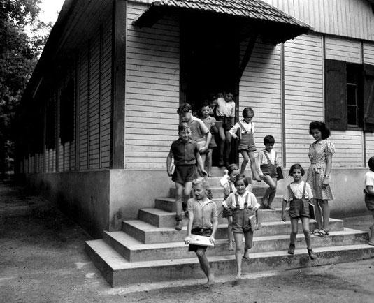 Les enfants, l'avenir de l'école Républicaine, 1945 / Crédit: Usis-Dite/Leemage usis/Leemage-AFP