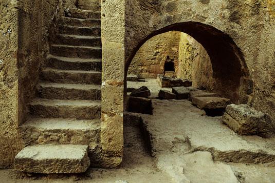 Mittelalter Freidhof Friedhöfe mittelalterlich mittelalterliche geschichte skelett tod tot skelette grab gräber beerdigung bestattung