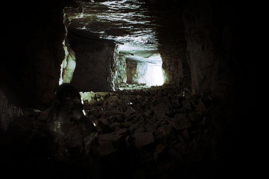 Legende Mythos Geschichte Mittelalter mittelalterlich mittelalterliche grün grüne Kinder woolpit mysteriös mystisch mystische geheimnis geheimnisse höhle