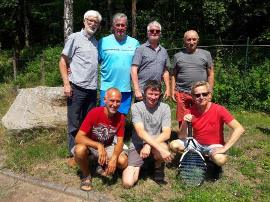 Das Team der Herren 50 nach dem Punktspiel in Volkmarshausen.