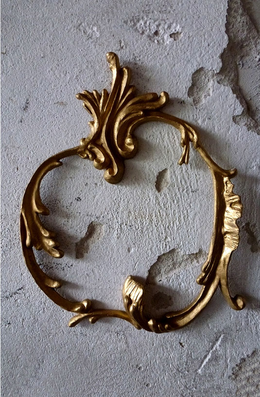 'Ornament' // Plastik: Deike Heeren // Gießmasse, Acryl, 23 x 19 cm