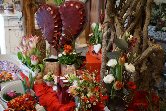 Blumen Schönwalde-Glien Blumensträuße und traumhafte Vasenfüllungen, sowie Gestecke, Feierliche Blumenbuketts, Kränze , Trauerfloristik