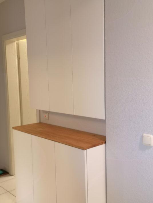 Ausführung : Holz weiss lackiert mit Tipp On Beschlag für die Türen