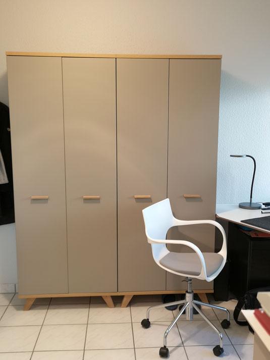 Büroschrank Schreibtisch individuell geplant und angefertigt