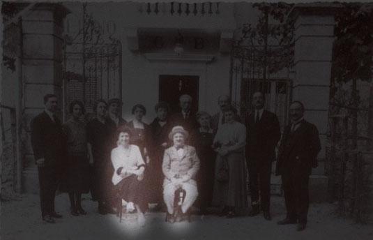 1928 - Il Barone don Peppino De Rosis e , alla sua destra, la moglie, Baronessa Squitti