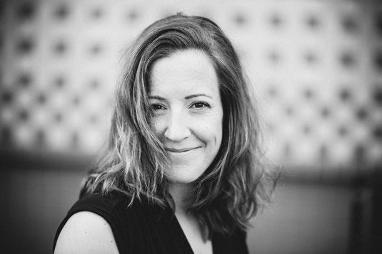 lachende Frau, schwarz weißes Bild, Portrait