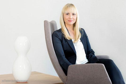Das weibliche Businessporträt: Wertvolle Tipps, Do's und Don'ts beim Businessstyle, hier Business Portrait Frau