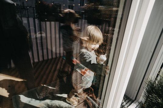 Familienfotografie Berlin, Kinderfotograf Berlin, Familien Fotoshootings, Fotoshootings Zuhause, Fotograf in Berlin, Familien Fotosession Berlin, Lena Feelings, Lena Tschuikow, Foto-Tipps für die Eltern, Eigene Kinder selbst fotografieren,