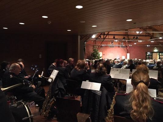 Das Orchester vor vollem Haus
