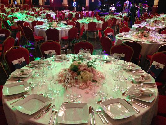 Centres de tables pour une soirée de bienfaisance