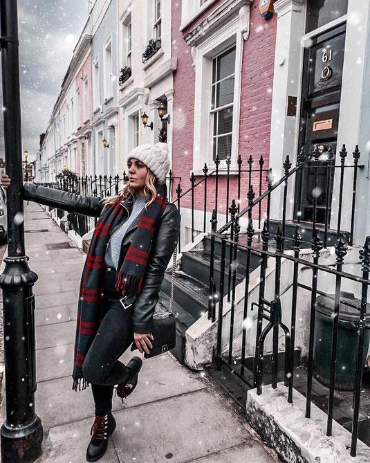 Zu sehen sind die berühmten pinken Häuser in Notting Hill London