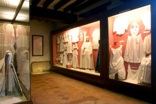 Tenue de communion et de baptême, Musée des Métiers