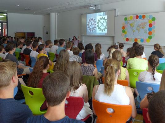 Vortrag von Frau Mair vom ISFBB am Regiomontanus Gymnasium in Haßfurt