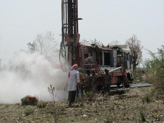 Brunnenbohrarbeiten in Indien