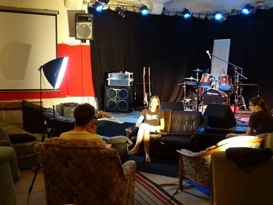 Dominik im Interview mit der Rocksofa-Mitarbeiterin Theresa