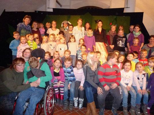 Alle Teilnehmerinnen und Teilnehmer des Theaterausflugs