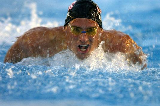 加圧トレーニングをする水泳選手