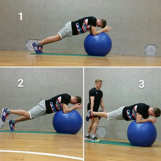 Unterarmstütvariationen (Planks) auf dem Pezziball
