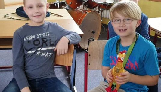 Kinder der Schüler Imker AG Natur Imker Kids in der Regionalschule Zingst