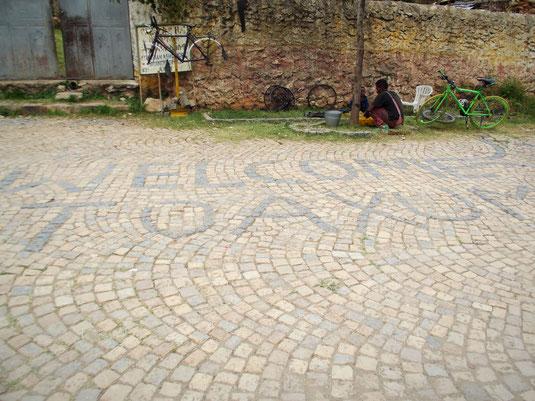 ©Textes et Photos Pascal Mawuli Macé Voyage Ethiopie  Commerce solidaire Mawuli-Ethiopie Bicycle in Ethiopia, Vélo en Ethiopie, Réparateur de vélo en Ethiopie, Garage à vélo en Ethiopie