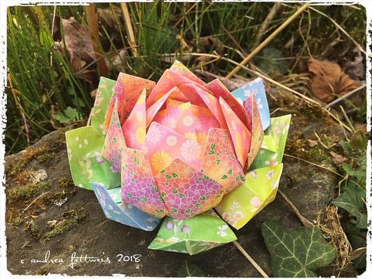 Lotusblüte aus Origami-Papier