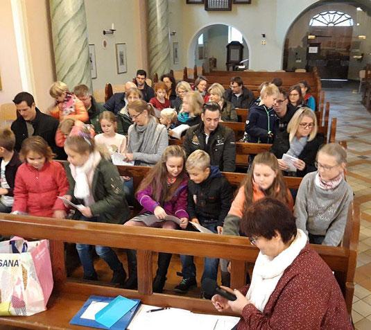 Der Kennenlernnachmittag beginnt in unserer Kirche