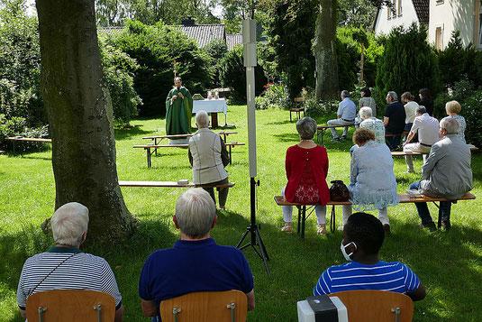 Foto von Messfeier in Pastors Garten