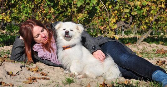 Verena Beau mit ihrem Hund Bobby