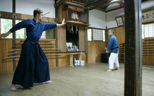 Michael Reinhard Sensei con Sugino Yokihiro Sensei al dojo del TSKSR in Giappone