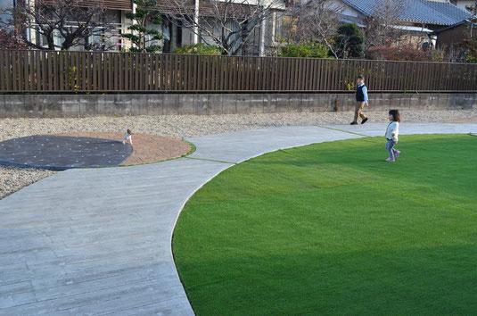 コニファー タフテックス 評判 口コミ デザインコンクリート スタンプコンクリート ステンシルコンクリート 庭 外構 エ コニファーが作った外構工事 庭 エクステリア 評判 ドックガーデン 人工芝の画像