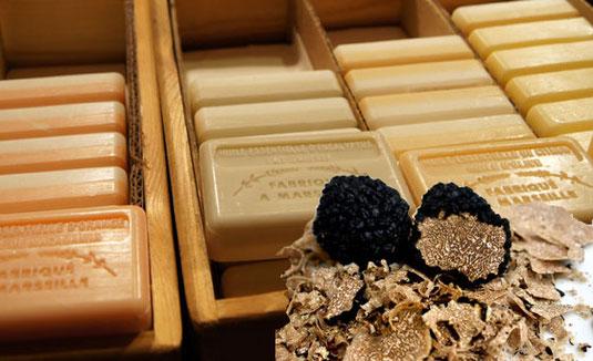 Trüffelseife leicht gemacht:   Die Seifenbasis bildet das Kokosöl, es macht die Seife schaumig und reinigt gut.