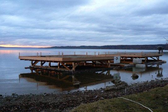 Das neue Flussseeschwalbenfloß (Foto: LBV Starnberg)