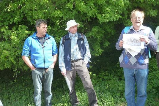 Norbert Grenzebach, Horst Guckelsberger und Rudi Netzsch führen durch das Ettenhofer Holz