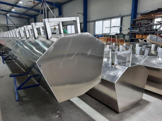Aluminium-Schwimmkörper für das Nistfloß (Foto: Harald Trepte)