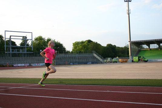 Katharina Renz beiim 800m Lauf